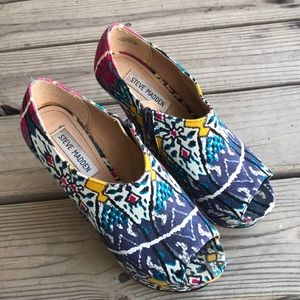 Steve Madden Shoes - Steve Madden Platform Patterned Wedge 7.5